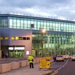 إخلاء المبنى 2 في مطار مانشستر بسبب طرد مشبوه